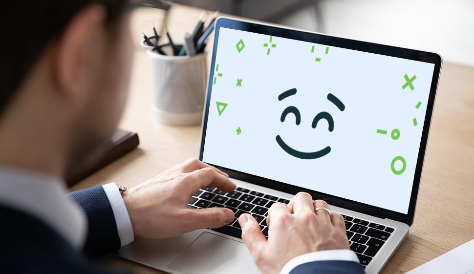 Computer portatile con sorriso sullo schermo